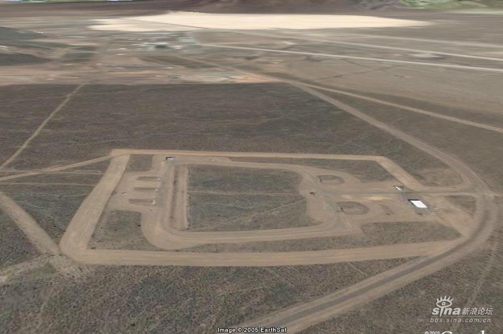 卫星偷拍摄的美国51号飞机场禁区(组图)