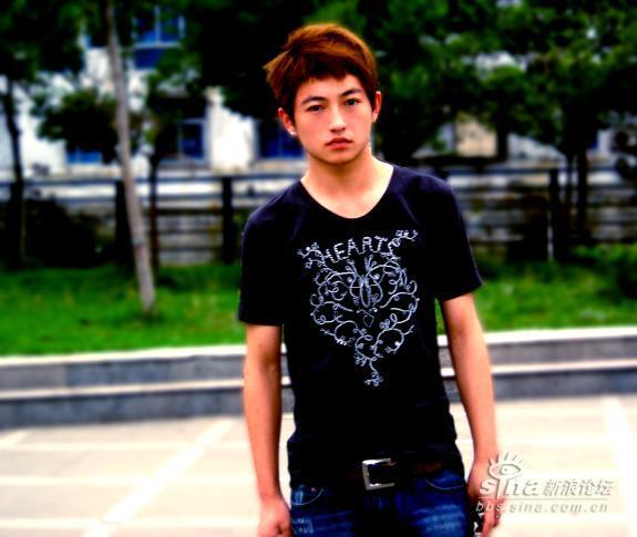 最年轻的艺术家帅哥照片 只有19岁