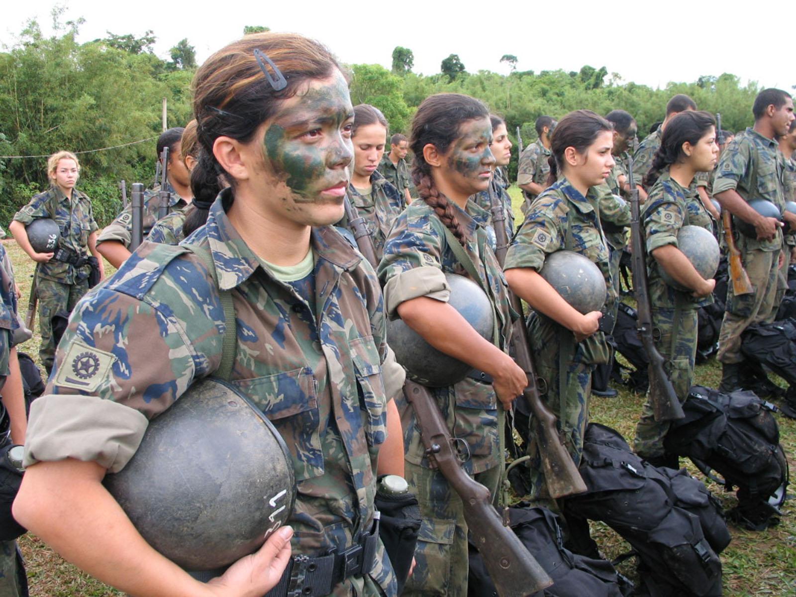 英姿飒爽又可爱的巴西女警与女兵!
