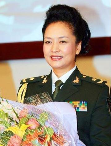 彭丽媛少将:总政歌舞团第一批国家一级演员 解放军总政治部歌舞团艺