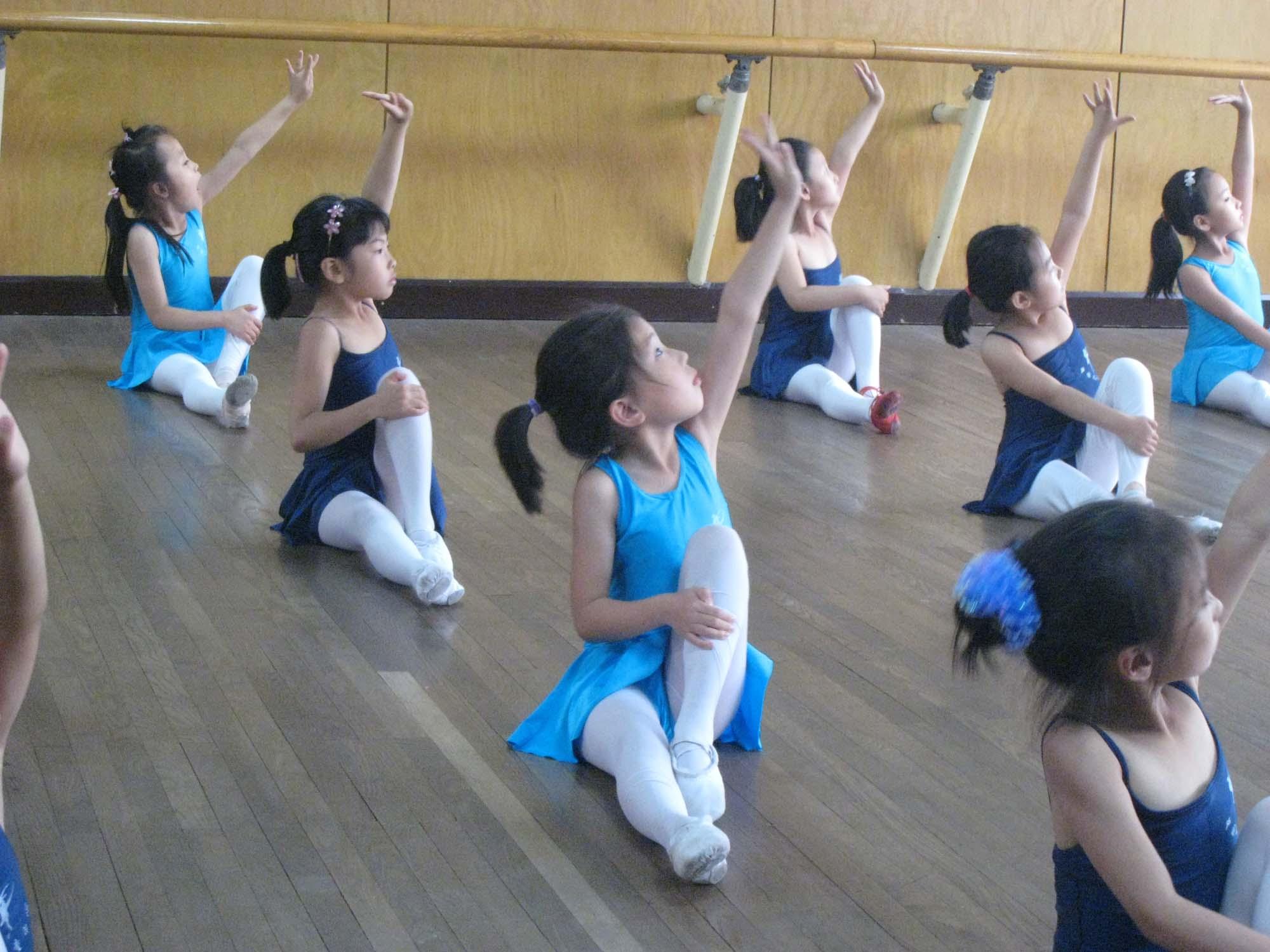 [快乐童年] 舞蹈课