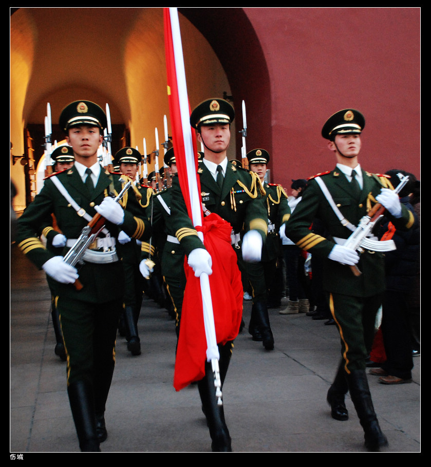 《国旗护卫队的一天》摄影师作品欣赏_黑板报大全