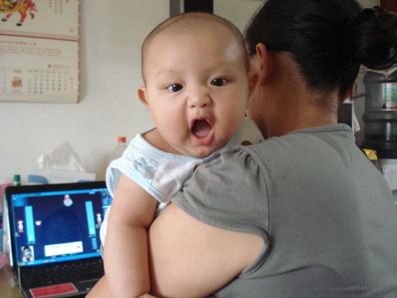 一下我家帅哥小童星王浩宇四个月照片