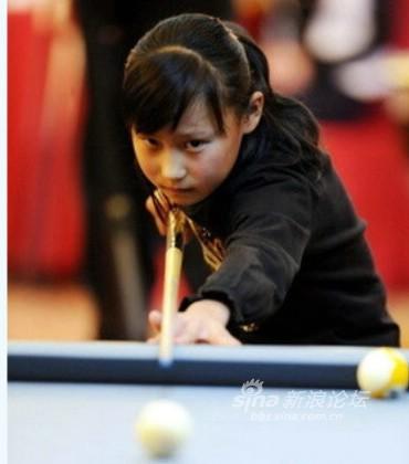 这个小女孩叫做姜藤,2000年5月12日出生的她今年只有九岁,是本届女子9